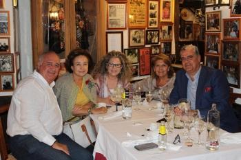 Ganadera Teresa Morenés y Urquijo, y amigos